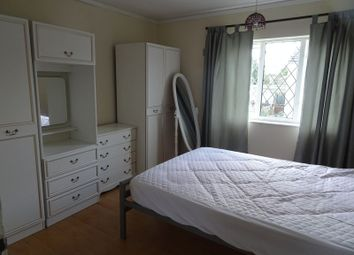 Thumbnail Room to rent in Barton Walk, Crawley