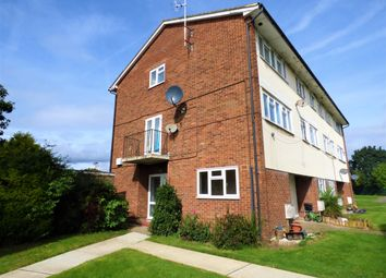 2 bed flat to rent in Market Avenue, Wickford, Essex SS12