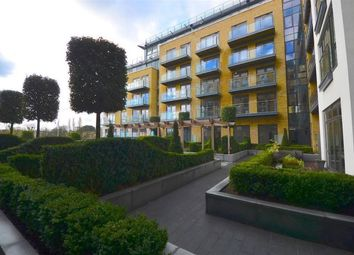 Thumbnail 2 bedroom flat for sale in Quayside House, Kew Bridge Road, Brentford