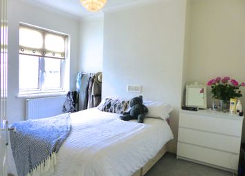 Thumbnail 2 bed flat to rent in Elton Road, Kingston Upon Thames