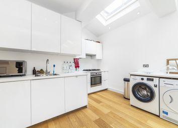 3 bed maisonette to rent in Collingbourne Road, Shepherds Bush W12