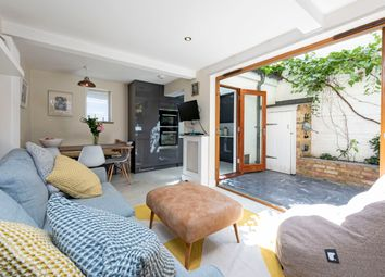 2 bed flat for sale in Bennerley Road, London SW11