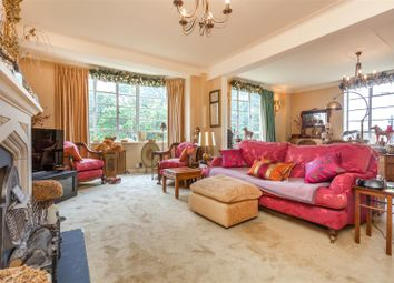 3 bed flat for sale in Furze Hill, Hove BN3