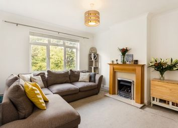 2 bed flat to rent in Vale Close, Strawberry Vale TW1