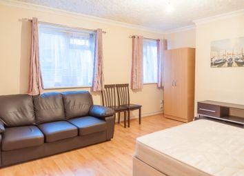 Thumbnail 3 bed flat to rent in Monteagle Court, Hoxton