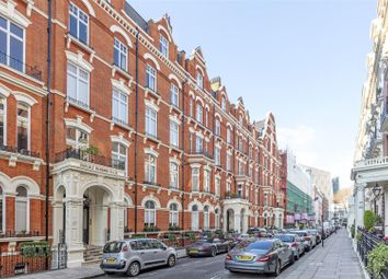 Thumbnail 5 bed flat to rent in Carlisle Mansions, Carlisle Place, London