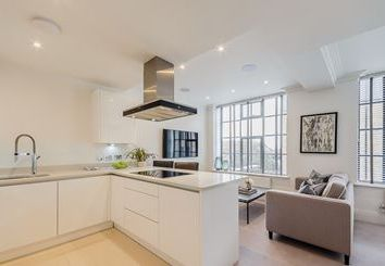 Thumbnail 2 bed flat to rent in Rainville Road, London