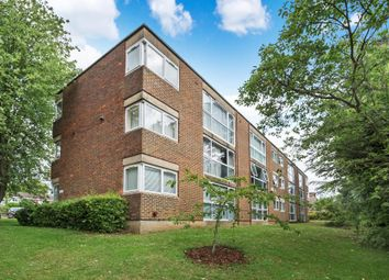 2 bed flat to rent in Lingfield Close, Northwood HA6