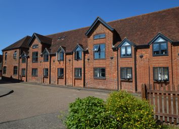 Thumbnail 2 bed flat to rent in The Maltings, Petersfield