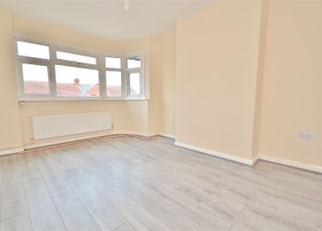 2 bed maisonette to rent in Tomswood Hill, Ilford IG6