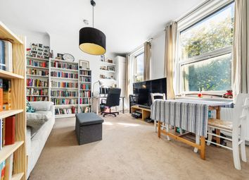 Thumbnail 1 bed flat to rent in Brixton Road, Oval, London