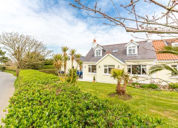 Thumbnail 6 bed detached house for sale in La Rue Des Fosses, Forest, Guernsey
