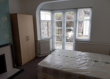 Thumbnail Room to rent in Waycley Crescent, Barnet