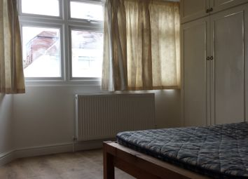 Thumbnail 5 bedroom shared accommodation to rent in Wentworth Avenue, London