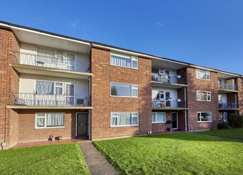 Thumbnail Maisonette to rent in Cranbrook Drive, St Albans, Herts