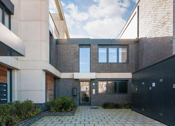 Thumbnail 4 bed shared accommodation to rent in Hawthorne Crescent, Greenwich