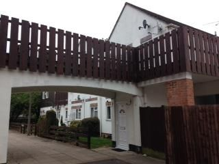 Thumbnail 1 bed flat to rent in Warren Parade, Rochfords Gardens, Slough