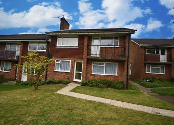 2 bed flat to rent in Elgar Close, Basingstoke RG22