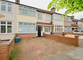 3 bed terraced house to rent in Seabrook Gardens, Romford RM7
