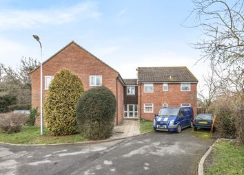 Thumbnail 2 bed flat for sale in The Hampdens, Newbury