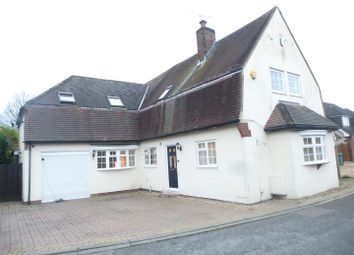 Thumbnail 5 bed detached house for sale in Seamons Close, Dunstable