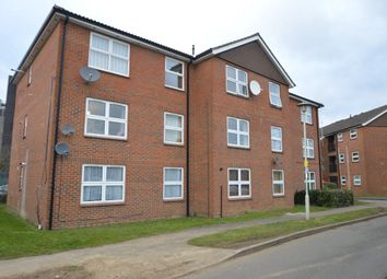 Thumbnail 2 bedroom flat to rent in Broadwater Crescent, Welwyn Garden City