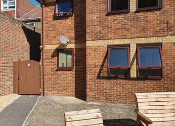2 bed flat to rent in Blandford Road, Hamworthy, Poole BH15