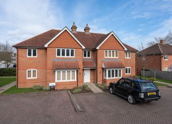 Nower Close East, Dorking RH4. 2 bed flat for sale