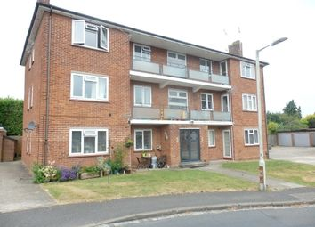 2 bed flat to rent in Wentworth Court, Stroud Green, Newbury RG14