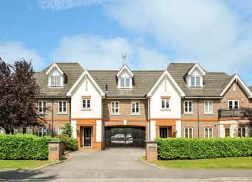 Thumbnail 2 bedroom flat to rent in New Road, Ascot