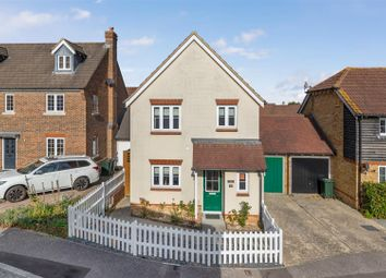 Thumbnail 3 bed detached house for sale in Greyhound Chase, Singleton, Ashford