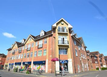 Thumbnail 2 bed flat to rent in Lumley Road, Horley