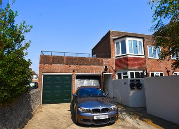 2 bed flat to rent in Downview Road, Worthing BN11