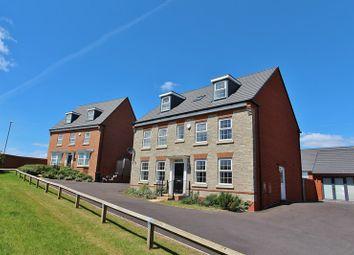 Thumbnail 5 bed detached house for sale in Fieldfare Close, Keynsham, Bristol