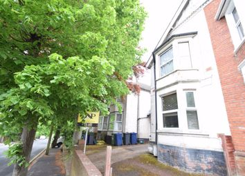 2 bed maisonette to rent in Priory Avenue, High Wycombe HP13