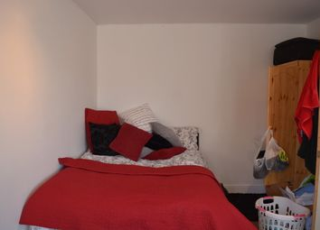 Thumbnail Room to rent in Tay House, St. Stephens Road, London