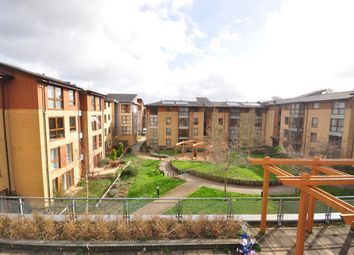 2 bed flat to rent in Commonwealth Drive, Crawley RH10