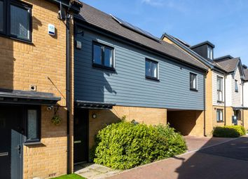 2 bed flat to rent in Becket Close, Woodford Green, Essex IG8