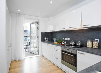 Thumbnail 3 bedroom flat for sale in High Road, Finchley, London