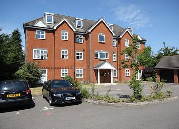 Thumbnail 1 bed flat to rent in Vale Farm Road, Horsell, Woking