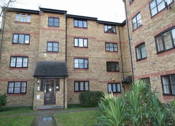 Thumbnail 1 bed flat to rent in Crest Avenue, Grays