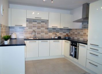 Thumbnail 2 bed flat to rent in Westgate, Worksop