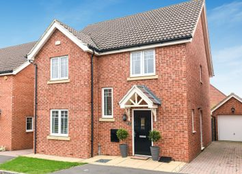Thumbnail 4 bed detached house for sale in Hilltop Gardens, Spencers Wood, Reading