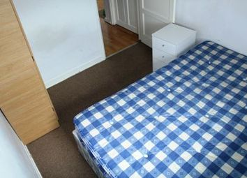 Thumbnail Room to rent in Gibraltar Walk, London