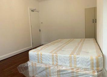 Room to rent in Woodberyy Grove, Finsbury Park, London N4