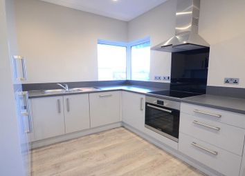 Thumbnail 1 bedroom flat to rent in Farnham Road, Slough