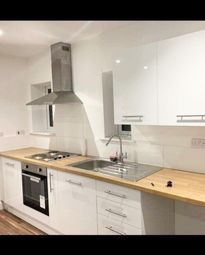 2 bed flat to rent in Shirley Road, Southampton SO15