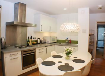 Thumbnail 4 bed flat to rent in Lever Street, Angel, London