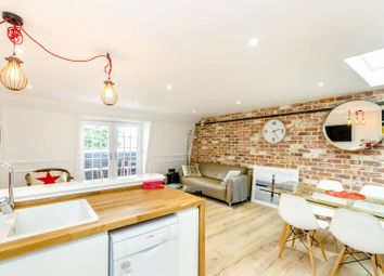 Thumbnail 2 bed flat to rent in Stockwell Street, Greenwich
