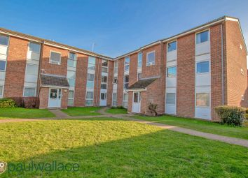 Thumbnail 2 bedroom flat for sale in Clyfton Close, Broxbourne